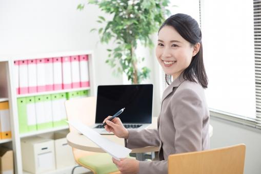 【長期派遣】フレックスを自由に使える!横浜の40名程の事務所で《特許事務》【WEB登録面談実施中】