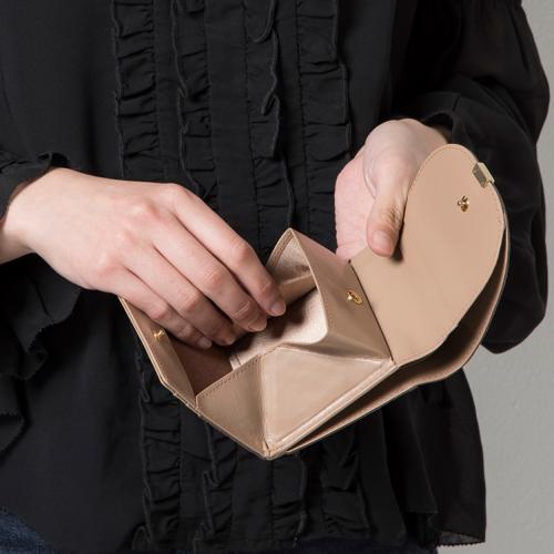 短期の婦人財布販売スタッフ