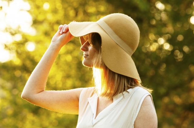 短期の天然素材帽子販売スタッフ